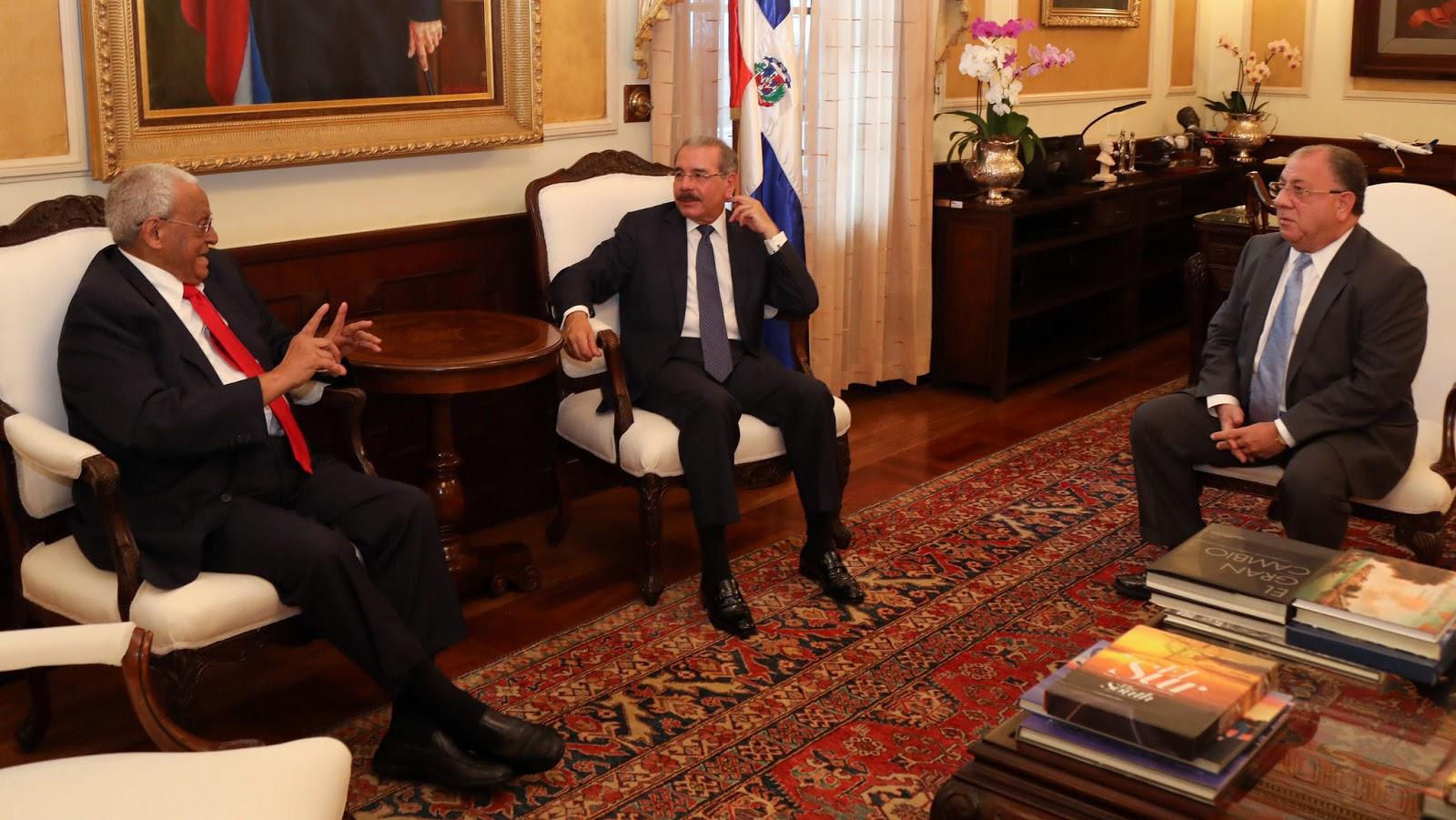 Destacado jurista Negro Veras visita al presidente Danilo Medina
