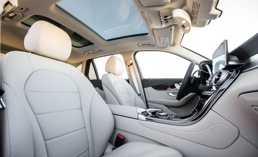 Xe có tầm nhìn thoáng, cửa sổ trời, an toàn tuyệt đối
