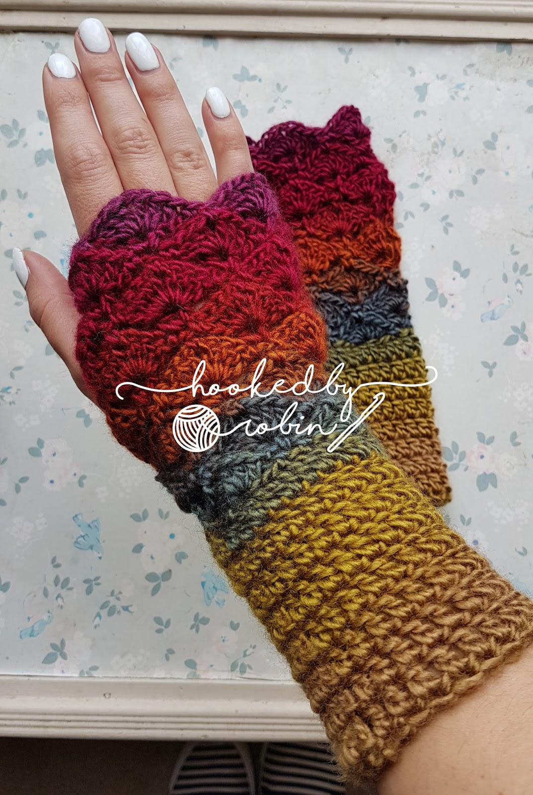 Fantail shell stitch fingerless gloves free crochet pattern you will only need one ball of yarn for these gloves dt1010fo