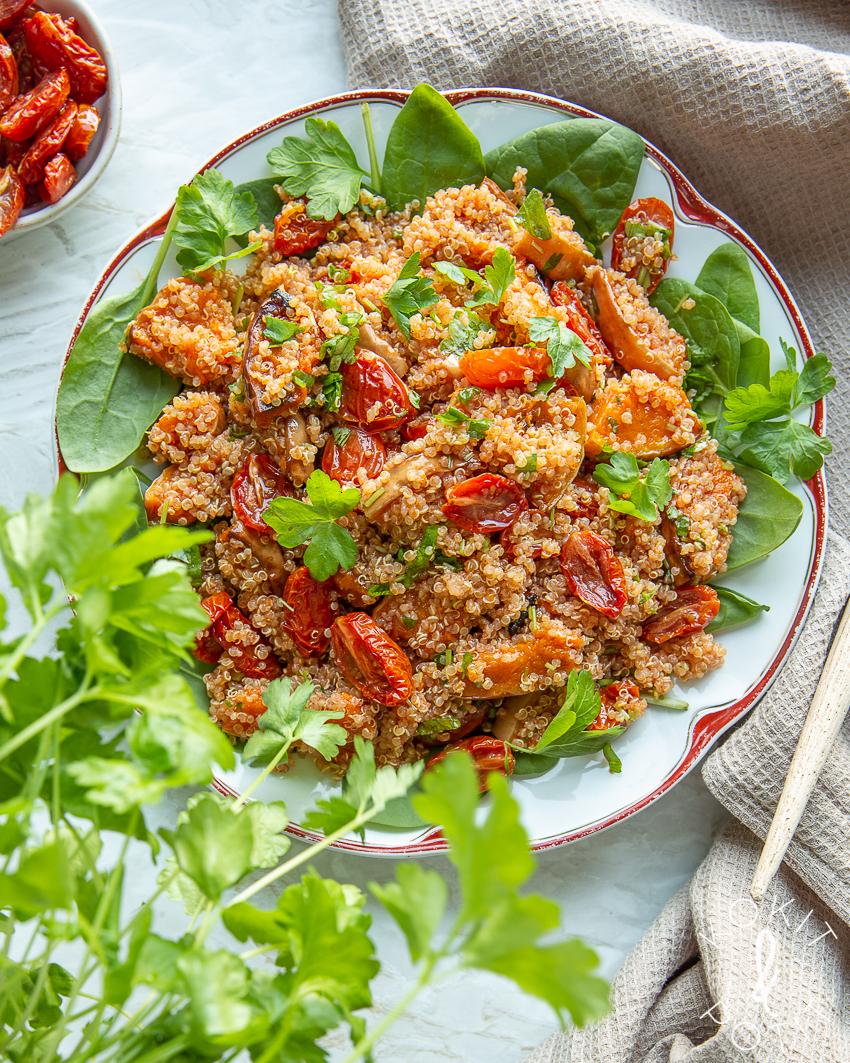 Kvinoa-myskikurpitsasalaatti