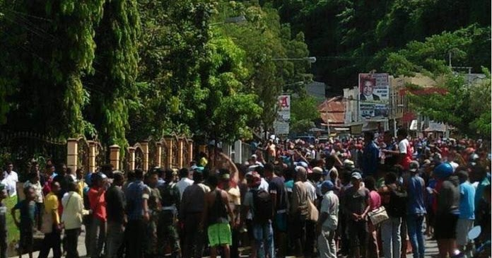 BRINGAS ! Amuk Massa Karena Kabar HOAX Al Kitab Dibakar di Jayapura, Terlihat Siapa yang Anarkis