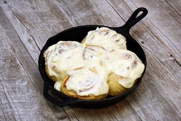cast-iron-cinnamon-rolls