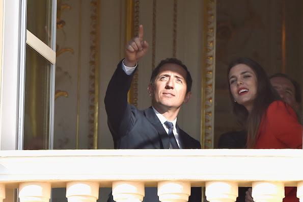 Prince Albert et la Princesse Charlène ont présenté Gabriella et Jacques au balcon du palais.