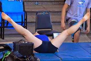 chica-elastica-haciendo-yoga
