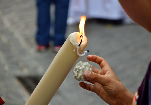 Semana Santa Hiszpania Dzieci i kulki z wosku