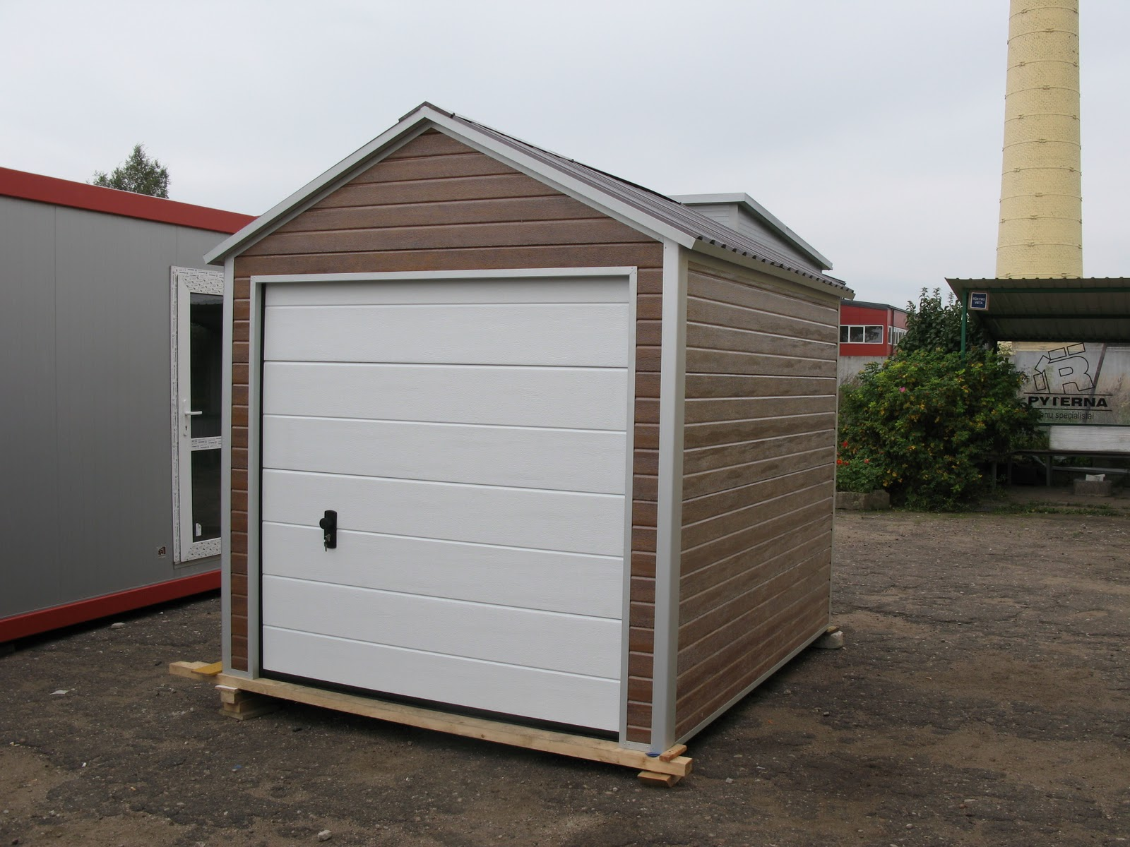 Doors To Garage: DIY Garage Or Garden Shed