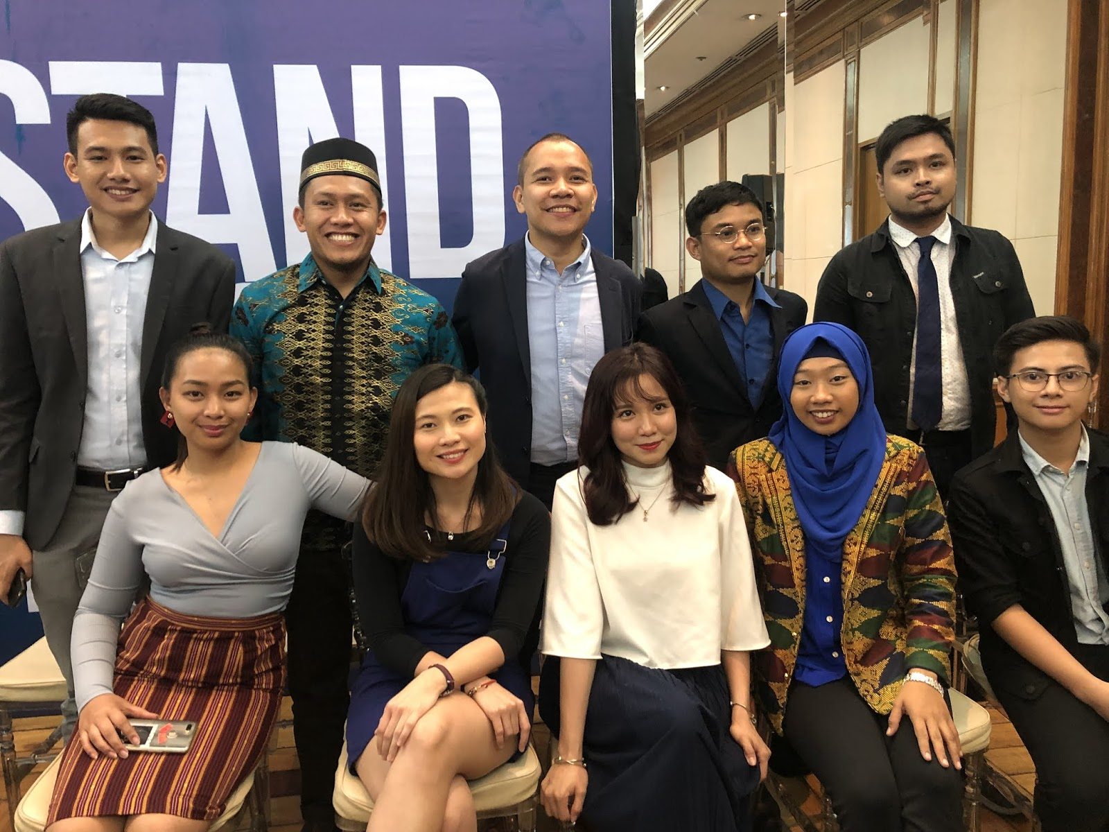 """GMA News and Public Affairs launches online newscast """"Stand"""