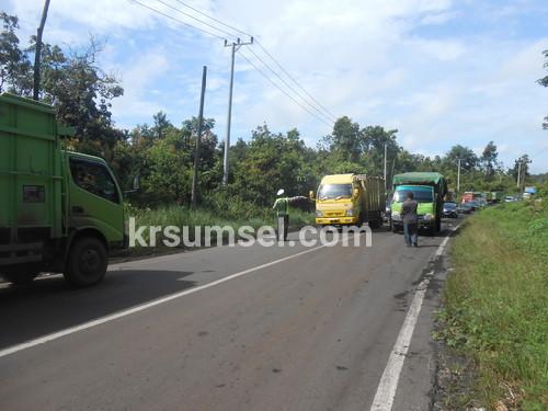 Lagi-lagi Mobil Truk Batu Bara, Buat Kemacetan Jalinsum