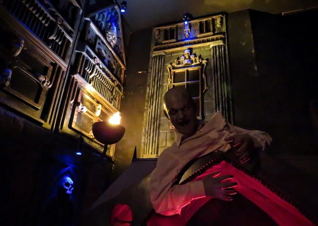 Castle Dracula Experience in Dublin - Barkeeper
