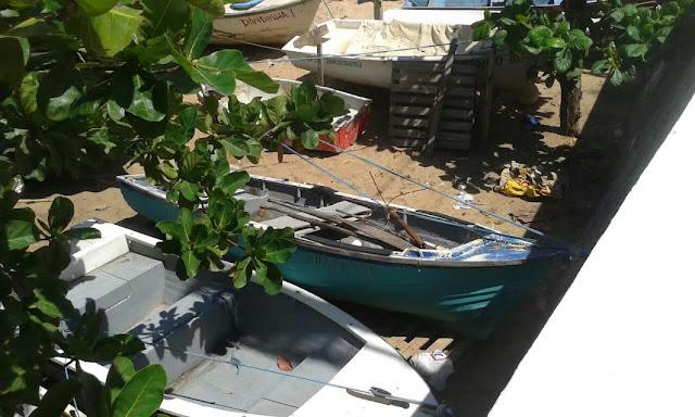 Colônia de Pesca do Rio Vermelho notificada para a retirada imediata da praia das embarcações sem condições de uso