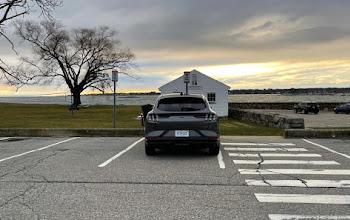 Tesla vs Mustang: Tương lai của Ford là đây, để thành công, nó cần phải rũ bỏ quá khứ của mình