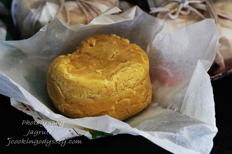Homemade Chikna Khoya is prepared with Milk Powder. How to make khoya at home. Homemade khoya to make various Indian Sweets or Mithai for festivals like Diwali, Holi, Raksha bandhan.