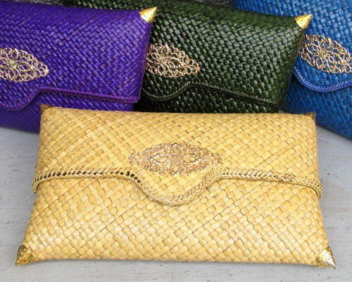 Tinuku Inssoo studio grounded in woven pandanus tradition for clutch works as luxury fashion accessory