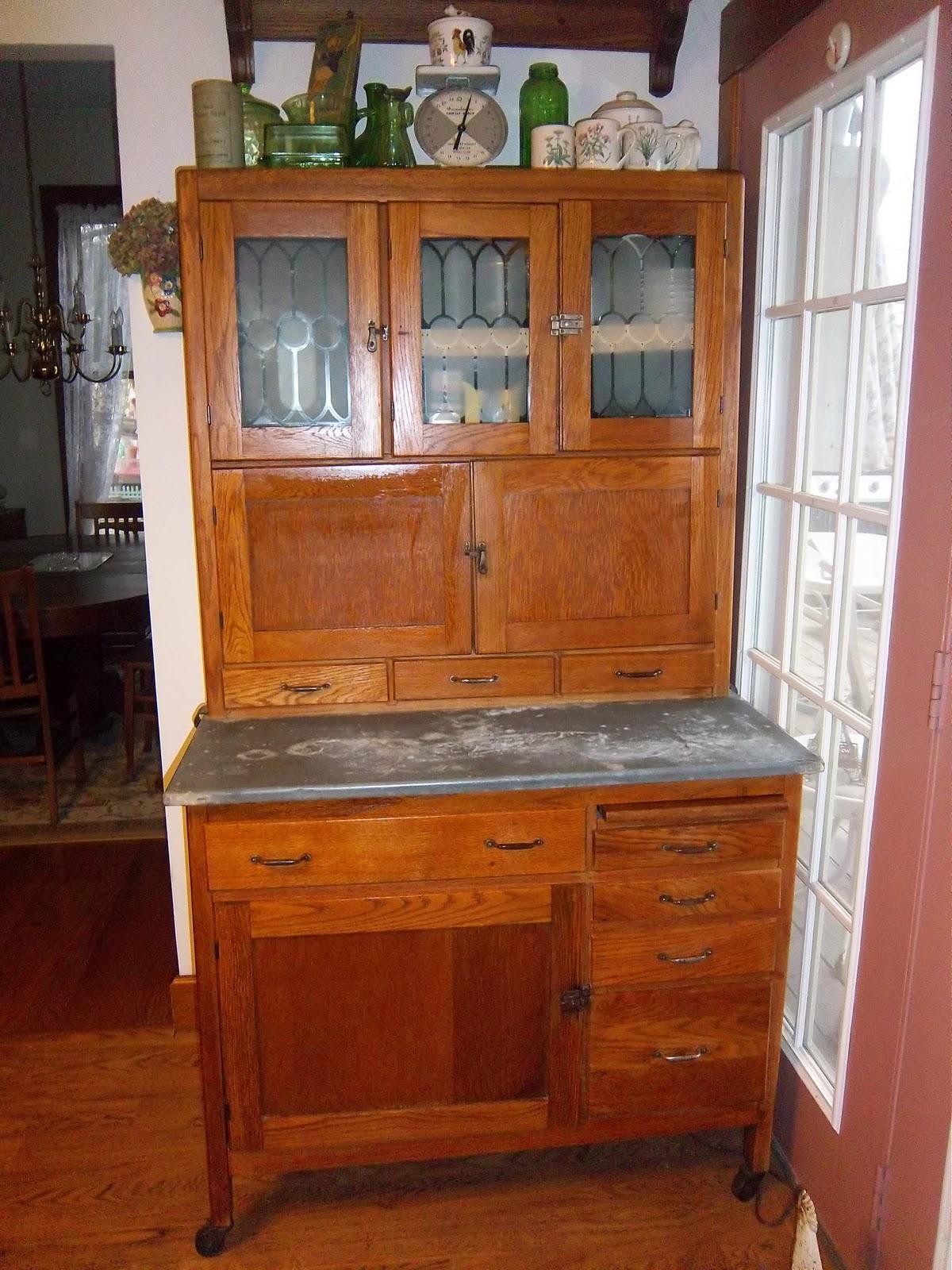 a sentimental life my hoosier cabinet. Black Bedroom Furniture Sets. Home Design Ideas
