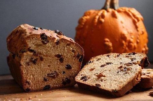 Cách làm bánh barnbrack cho lễ Halloween