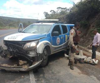 Quatro policiais militares ficam feridos em acidente