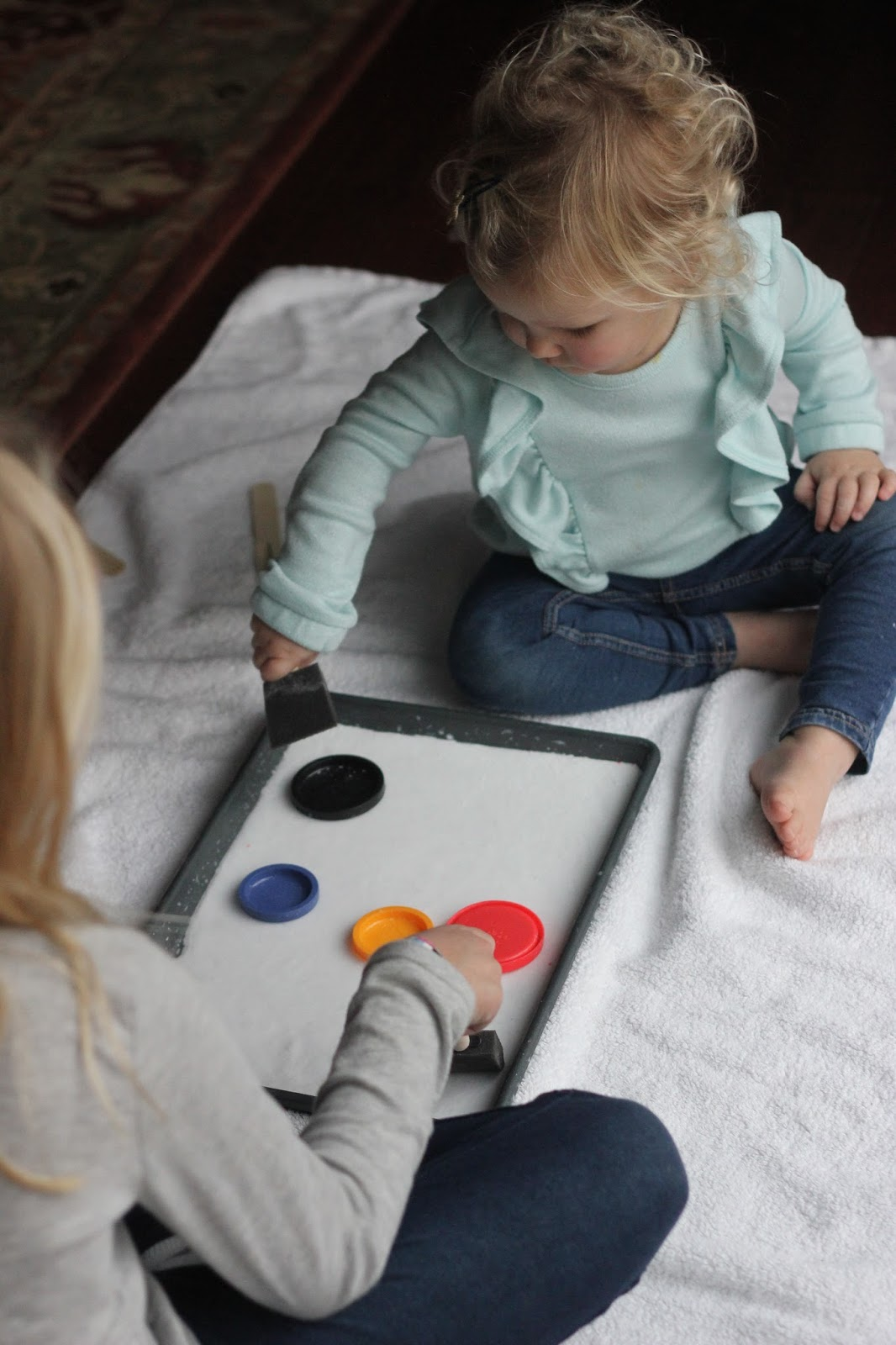 Toddler approved easy lid hockey game for toddlers this activity is a great way to play with lids grab your favorite lids and be ready for them to be flying all over solutioingenieria Image collections