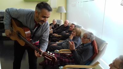 Sesión de musicoterapia en Aviparc Centre de dia