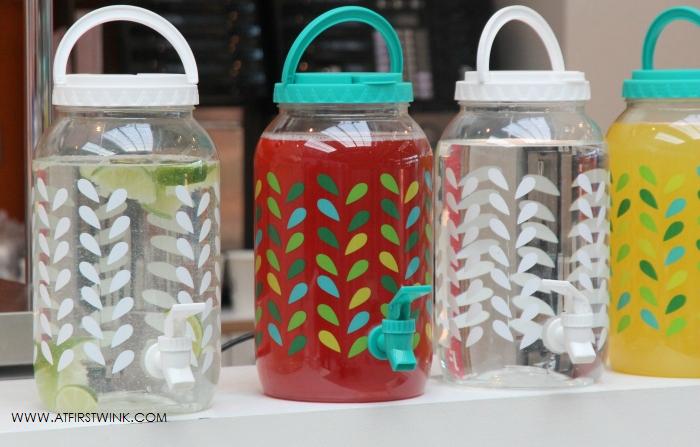HEMA plastic kannen met schenktuitje