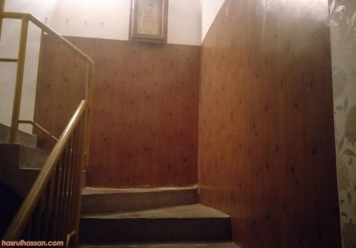 Hilang cela dinding dengan tampal sendiri wallpaper