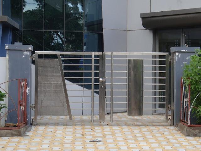 Mẫu cổng inox 2 cánh hiện đại