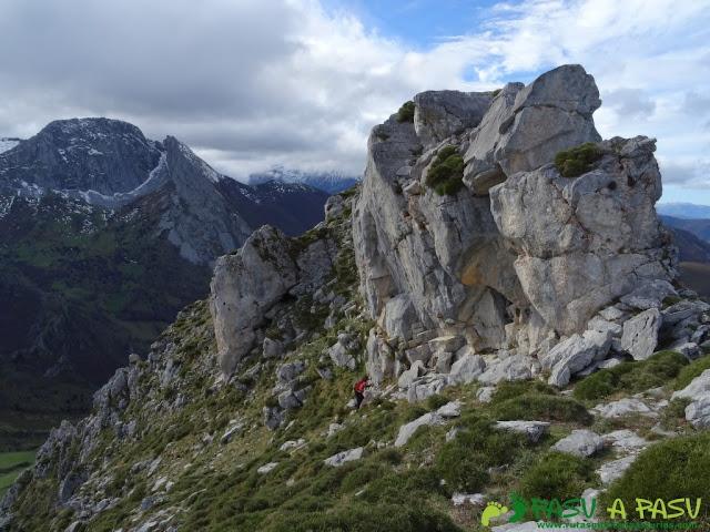 Ruta a Peña Melera y Los Pandos: Zona alta de los Pandos, llegando a la cima Este