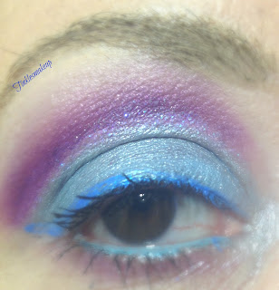 eye_makeup_look_blue_glittery_cut_Crease
