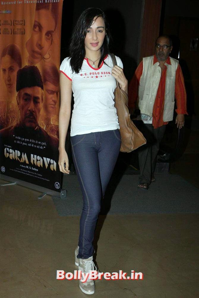 Feryna Wazheir, Esha Deol at Garm Hava screening