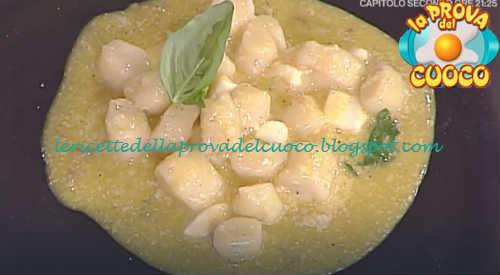 Prova del cuoco - Ingredienti e procedimento della ricetta Gnocchi alla sorrentina con pomodorini gialli e mozzarella di Natale Giunta