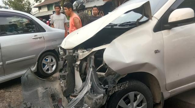 Mobil Dinas Pemda Tana Toraja Ditabrak di Karassik Hingga Hancur