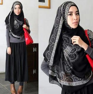 Gaya Busana Hijab Syari Simple