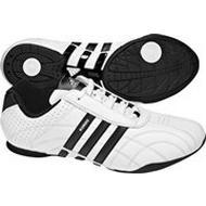 38c4a23ec1b En la página http   centrooutlets.com  puedes encontrar el modelo Kundo y Kundo  II de Adidas con descuentos