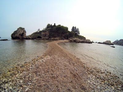 Ścieżka na Isola Bella Sycylia