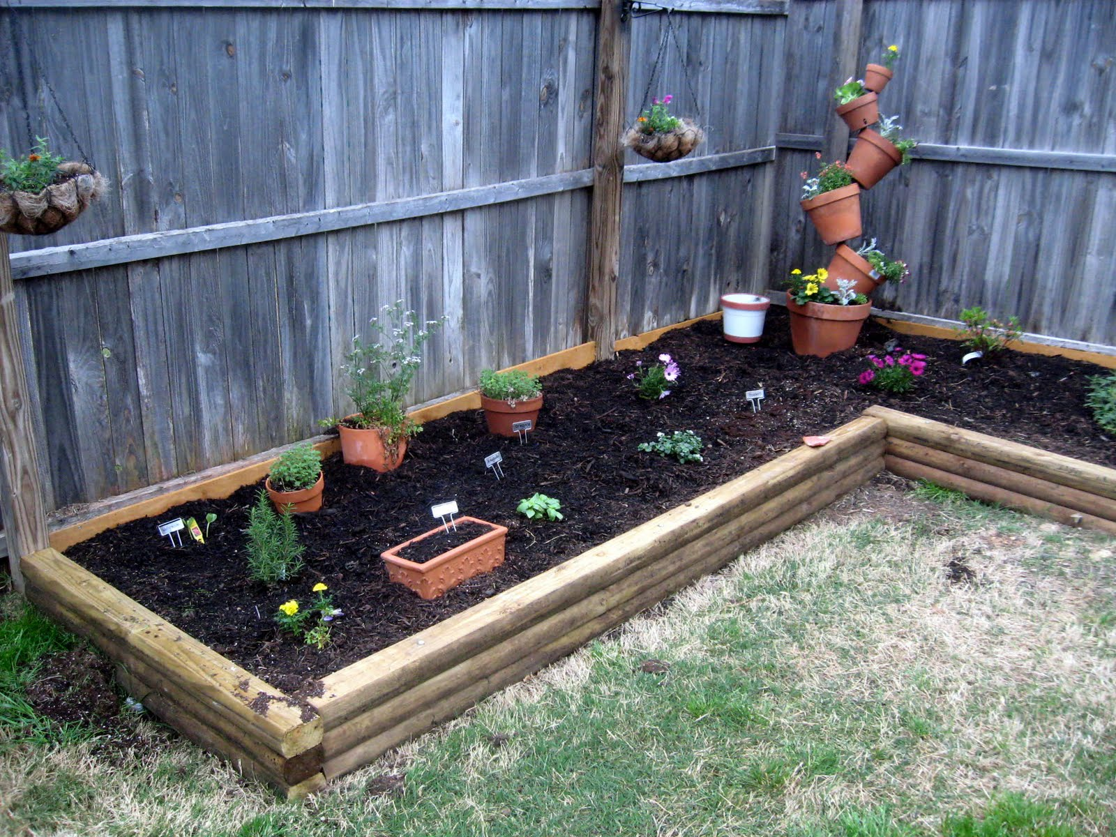 Next to heaven diy compost bin for Small yard decorating ideas