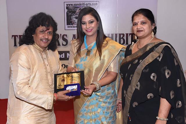 3. Gurpreet Kaur Chadha felicitating Kalinath Mishra ji