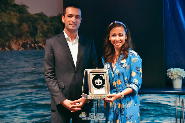 Token of appreciation for Y.A.M Tengku Datin Paduka Setia Zatashah Binti Sultan Sharafuddin Idris Shah for supporting Redang Island Conservation Day 2018