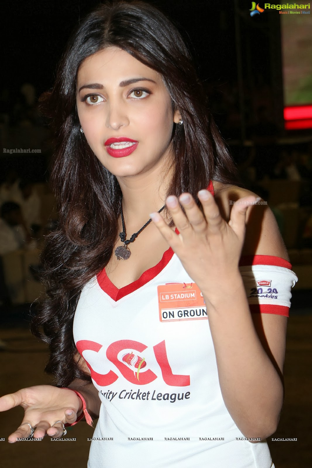 Shruti Hassan Sexy Stills In White T-Shirt At Ccl Finals -2484