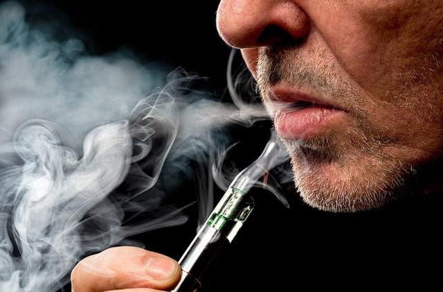 menghisap vape lebih aman daripada merokok?