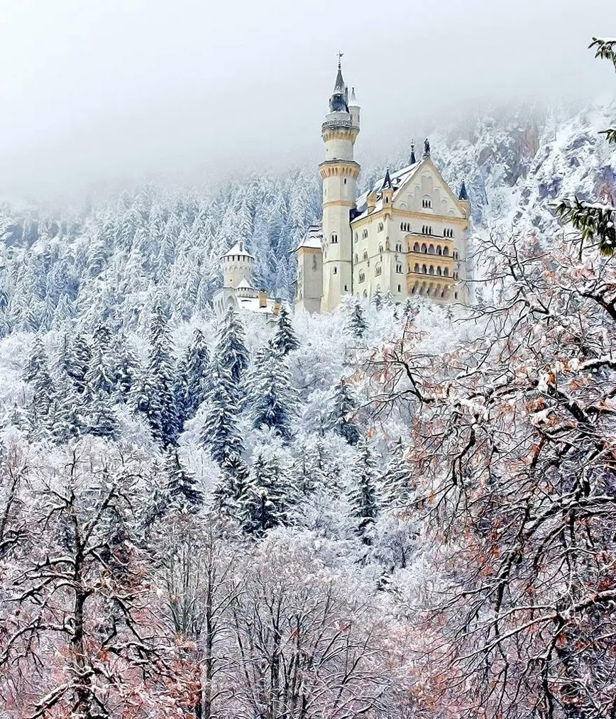 3. Neuschwanstein Castle – Bavaria, Germany - 27 Amazing Travel Photos That Will Infect You With The Travel Bug