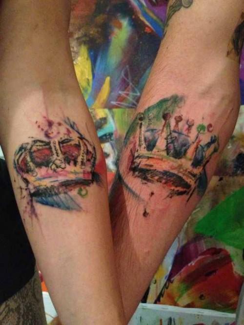 Renkli ve sofistike taç dövmeleri
