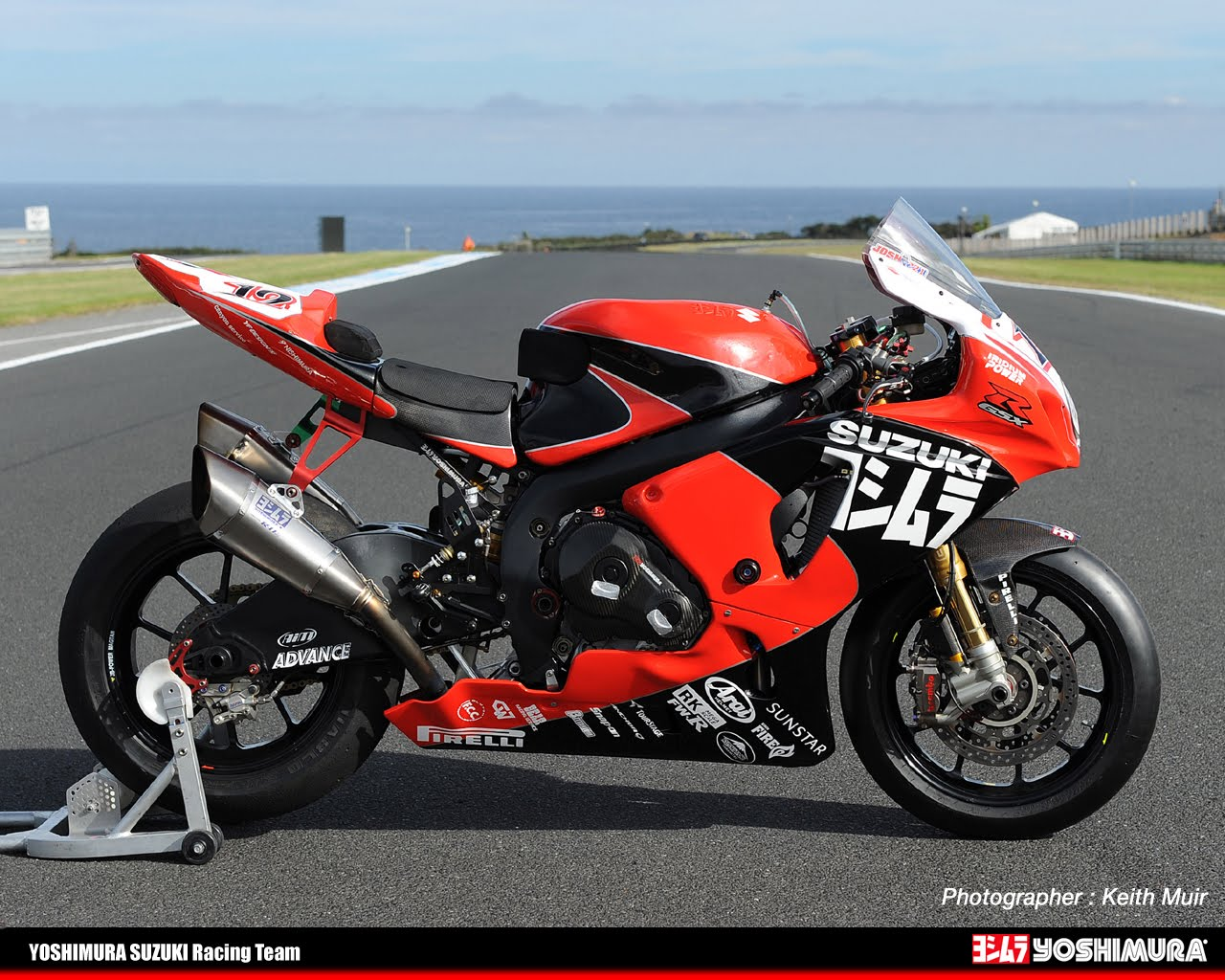 racing caf yoshimura gsx r 1000 k11 wsbk 2011. Black Bedroom Furniture Sets. Home Design Ideas