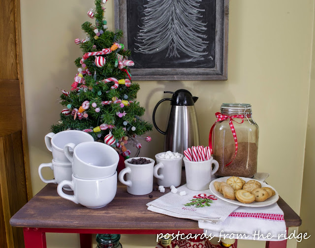 Such a cute hot cocoa station. Lots of other great Christmas decorating ideas on this site.