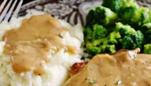 Crock Pot Smothered Pork Chops #dinner