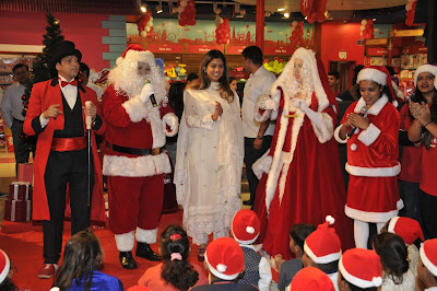 isha-ambani__christmas-with-underprivileged-children