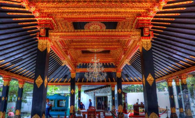 Keraton Yogyakarta merupakan salah satu tempat wisata Yogyakarta