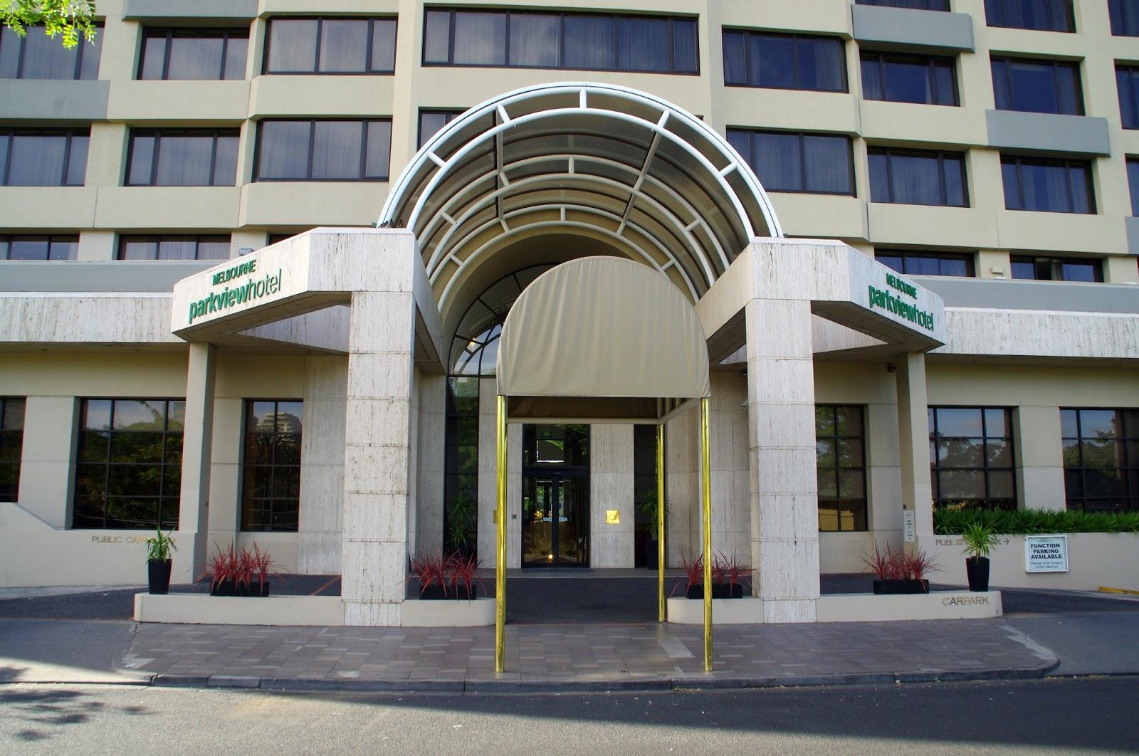Melbourne Parkview Hotel Entrance