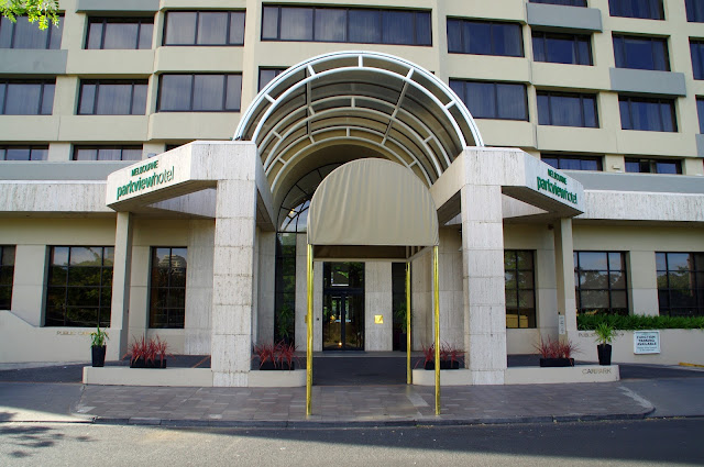 Melbourne Parkview Hotel Entrance