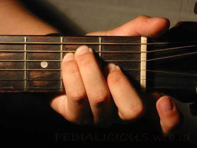 Cara Menekan Senar Chord E Major