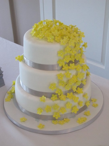 yellow and white wedding cake ideas wedding by designs yellow wedding cakes design 27692