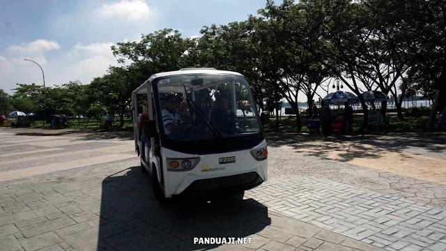 Golf Car Elektrik yang mengantarkan keliling Jakabaring Sport City